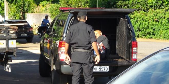 Assalto termina com prisão de 2 homens em Morrinhos! Um foi baleado…