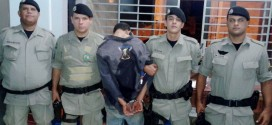 29º BPM em ação: Policiais apreendem drogas, moto, dinheiro e prendem suspeito