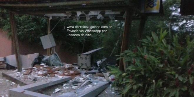 Quadrilha explode caixas eletrônicos junto à entrada do Hot Park em Rio Quente