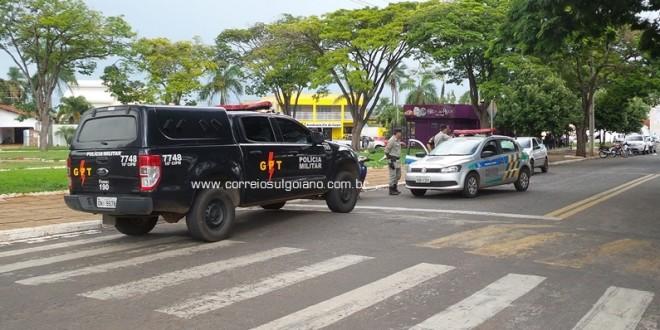 CASO DE POLÍCIA: Homens são abordados e veículo apreendido por falta de documento