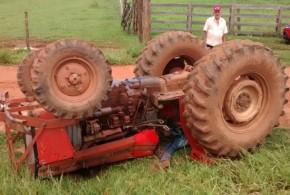 Tragédia no campo: Homem morre após trator tombar em cima dele