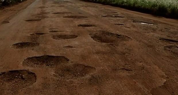 Dois motociclistas morrem ao colidir de frente em rodovia cheia de buracos em Goiás