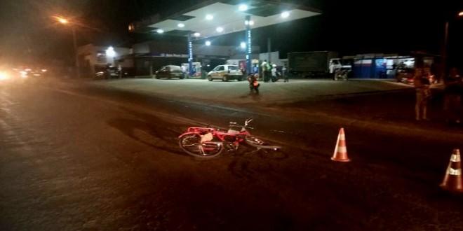 Moto x Bicicleta: Após colisão condutores foram levados ao Hospital Mun. de Morrinhos