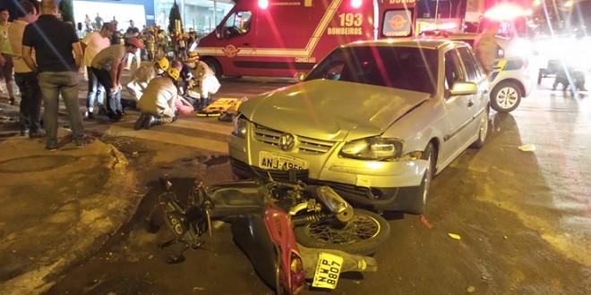 Mais um… carro x moto: PM não encontrou lá o condutor do carro que saiu do local após o acidente