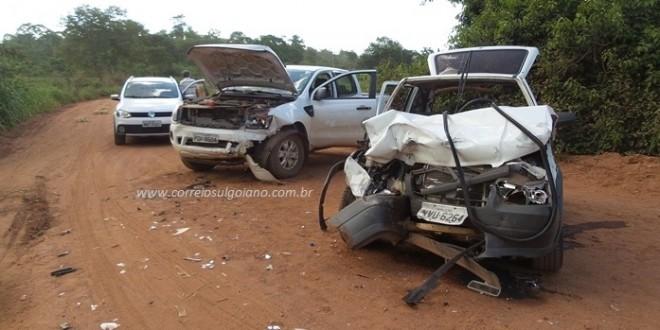 MORTE NA SERRA: Caminhonete e Uno batem de frente e mulher morre com graves ferimentos