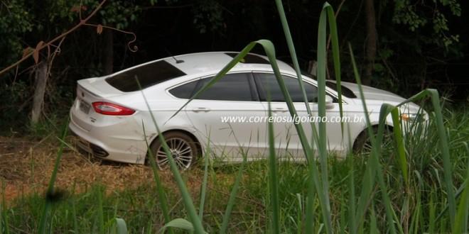 PM de Morrinhos recupera veículo roubado. Policiais descobriram veículo à margem da BR-153. Dois homens fugiram da abordagem.