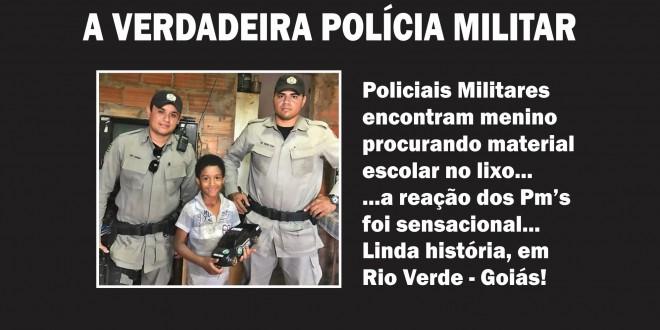 Policiais militares se comovem com garoto que procurava material escolar no lixo. Show de solidariedade!