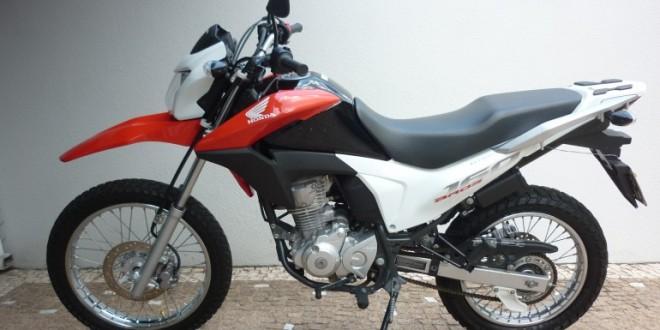 FURTO: Rapaz tem moto furtada na porta da casa da namorada, no Jardim Romano. Dois suspeitos!