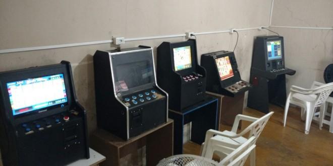 Polícia Civil fecha casa clandestina de jogos de azar em Caldas Novas e apreende máquinas de vídeo bingo