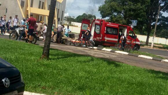 De novo!!! Carro x Moto… Condutora do Ciclomotor machucou a perna com gravidade, em Morrinhos