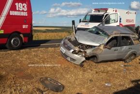 Acidente na BR-153, em Morrinhos deixa 04 pessoas feridas. Carro da família capotou no canteiro central