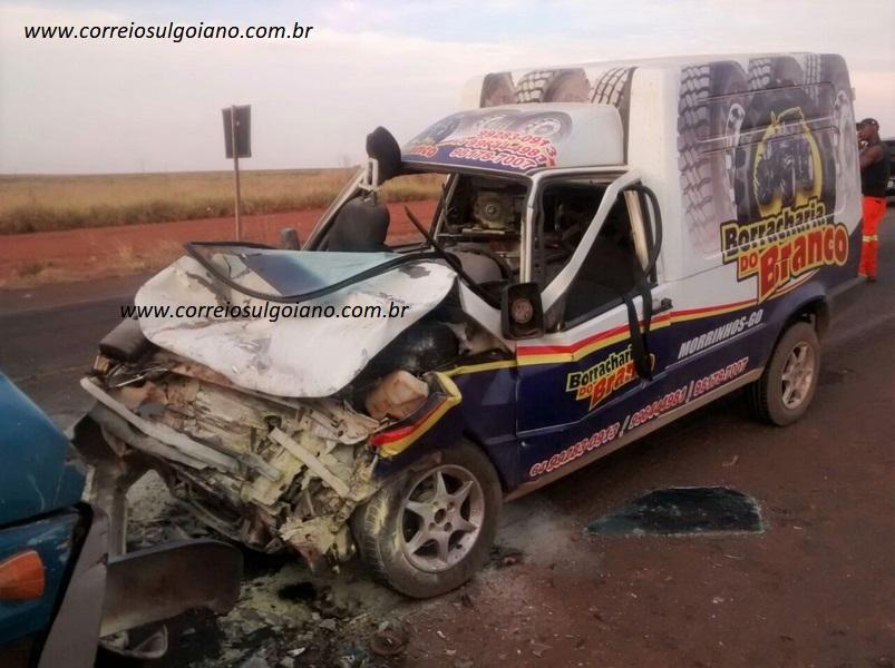 Acidente fere condutores - sem gravidade
