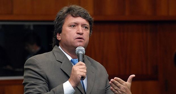 Evando Magal não é mais o prefeito de Caldas Novas. Presidente do legislativo, Marinho Câmara assumiu cargo até nova eleição!